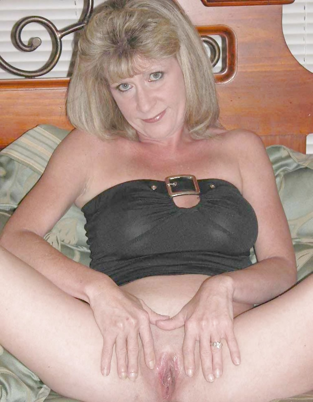 Beautiful Bottomless Babes 2 (Amateur Milfs) by TROC Porn Pics #10102501
