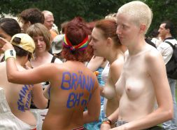 GIRLS TOGETHER: PUBLIC NUDITY TEENS SHOW THEIR TITS Porn Pics #14941835