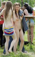 GIRLS TOGETHER: PUBLIC NUDITY TEENS SHOW THEIR TITS Porn Pics #14941905
