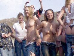 GIRLS TOGETHER: PUBLIC NUDITY TEENS SHOW THEIR TITS Porn Pics #14941933