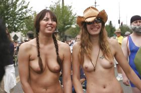 GIRLS TOGETHER: PUBLIC NUDITY TEENS SHOW THEIR TITS Porn Pics #14942045