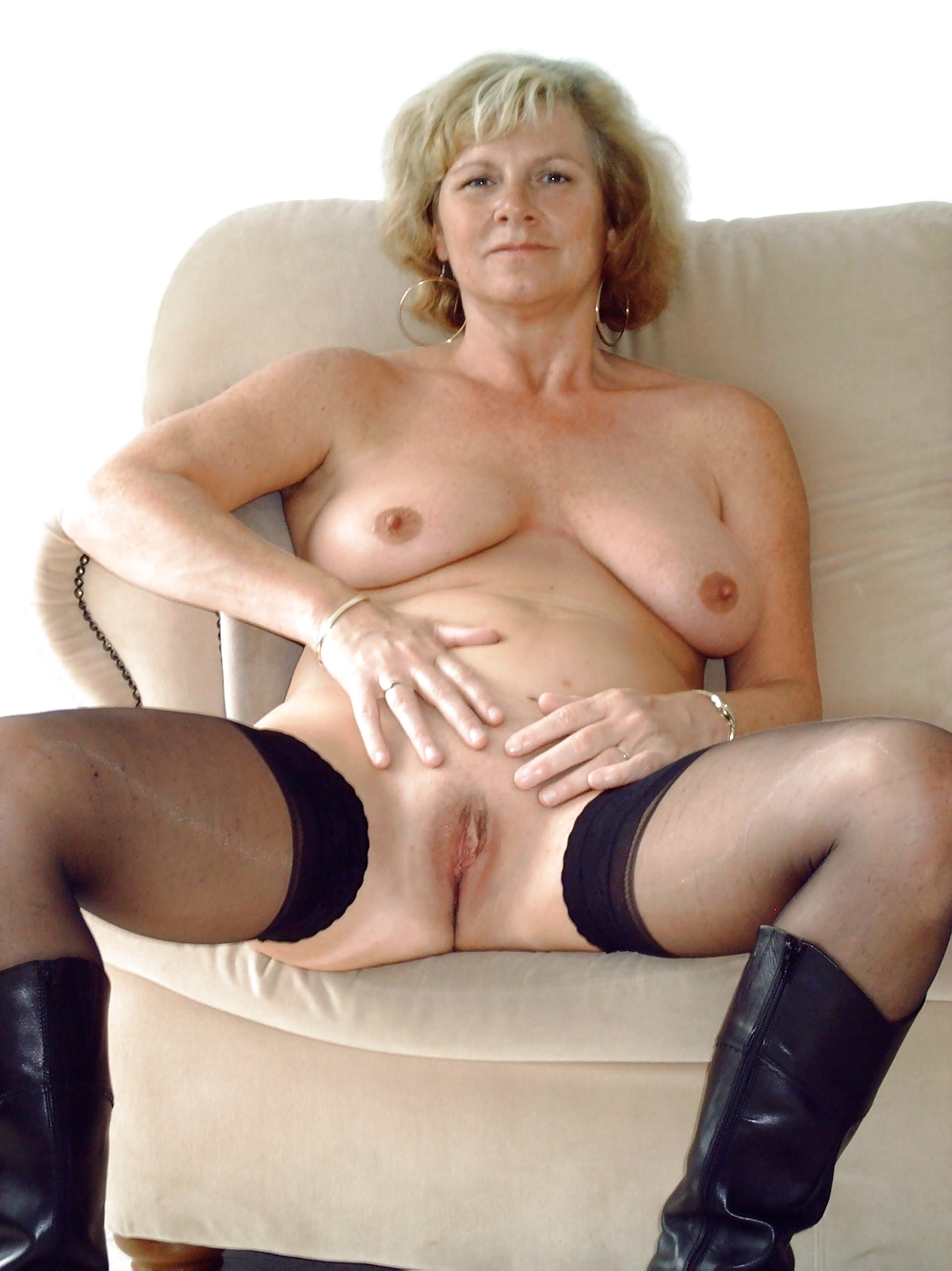 RED HOT HORNY AMATEUR MATURES & MILFS #4471628