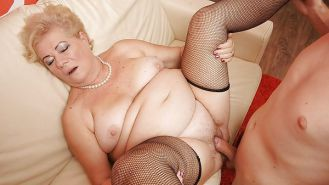 Young guys with older woman Porn Pics #15709881