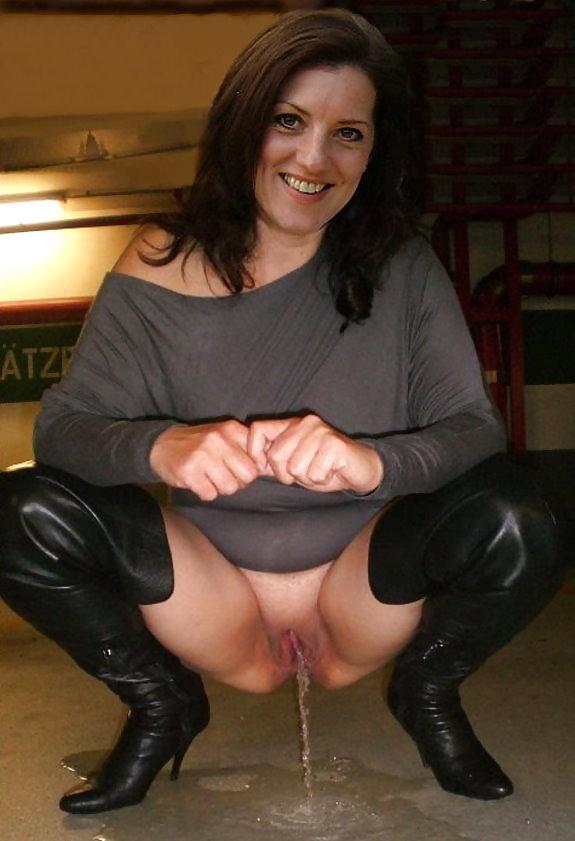 Upskirt milf sluts Porn Pics #21958608