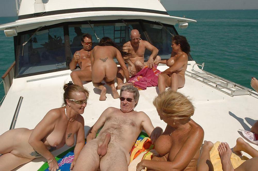 Horny at Nude Beach Porn Pics #1047643