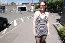 Spaziergang in geilem Outfit , Public walking slut dress