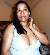 Hot Aunty(Sri Lankan)