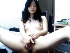 Chinese girl masturbating on webcam