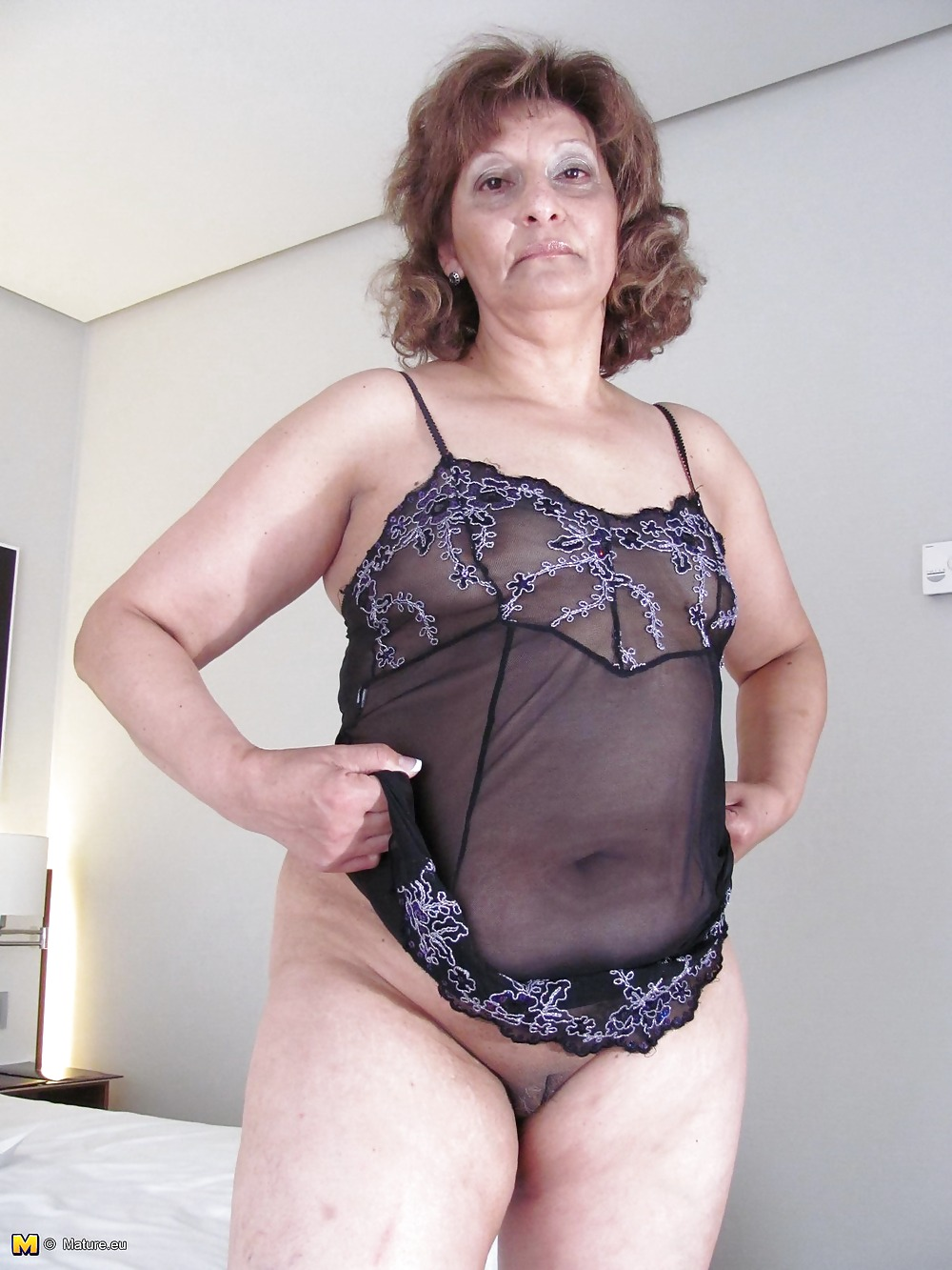 Chubby mature with dildo in shaved pussy Porn Pics #1082731
