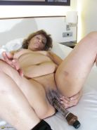 Chubby mature with dildo in shaved pussy Porn Pics #1082782