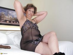 Chubby mature with dildo in shaved pussy Porn Pics #1082817