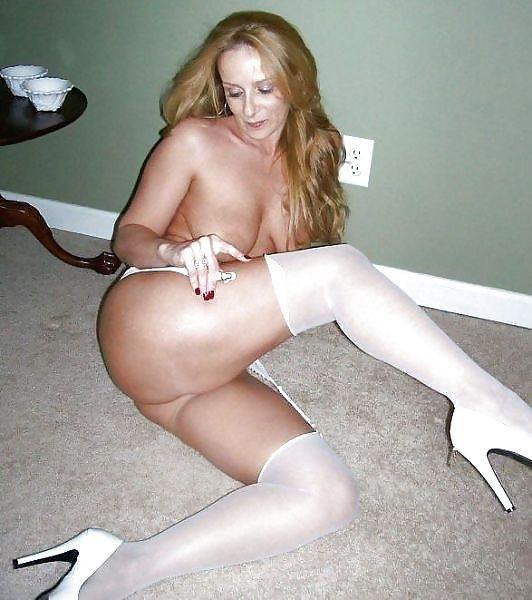 MILF Collection #2 (Asses & Big Boobs) Porn Pics #18738624