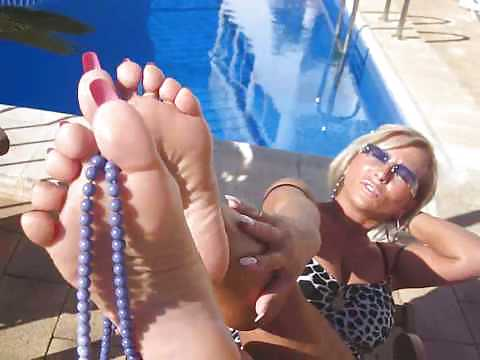 Lady Barbara and her sexy feet Porn Pics #16130846