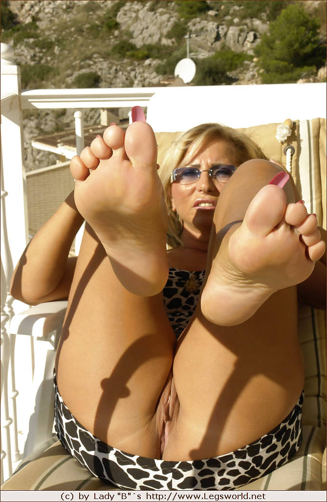 Lady Barbara and her sexy feet Porn Pics #16130917