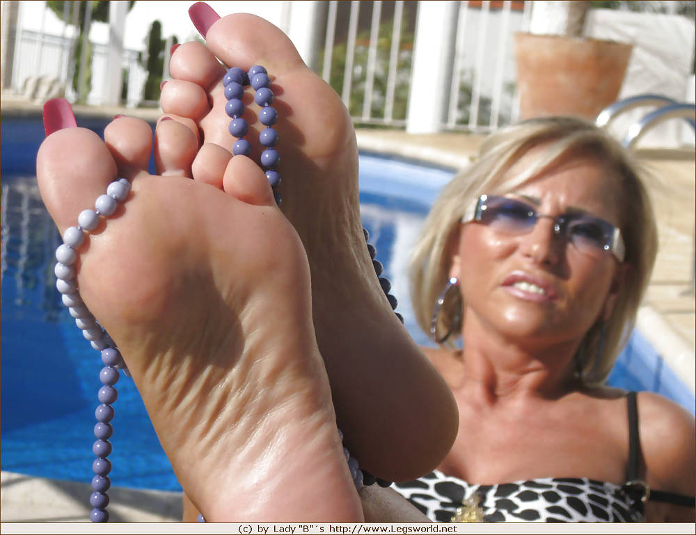 Lady Barbara and her sexy feet Porn Pics #16130962