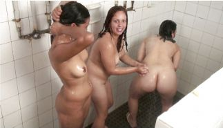 GIRLS TOGETHER: TEENS IN THE SHOWER