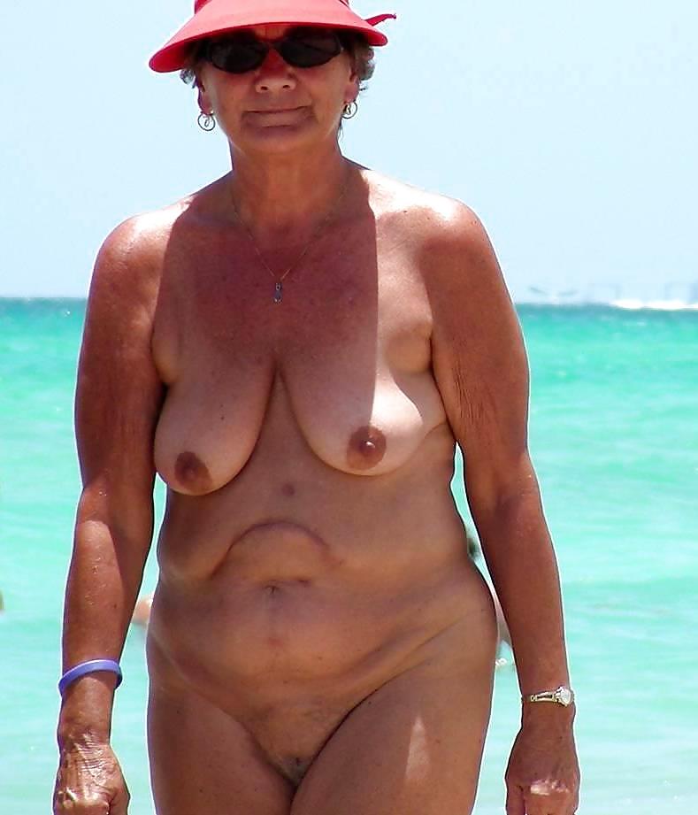 Nackt Oma