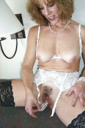Mature Amateur Posing & Fingering