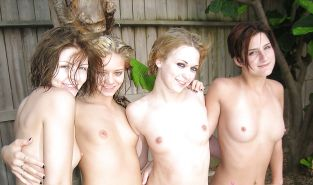 Naked Girl Groups 22 - Girls Flashing in Groups