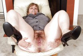 I LOVE OLDER WOMEN WITH BIG PUSSIES !