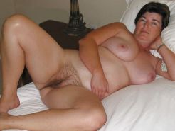 Mature's hairy pussy