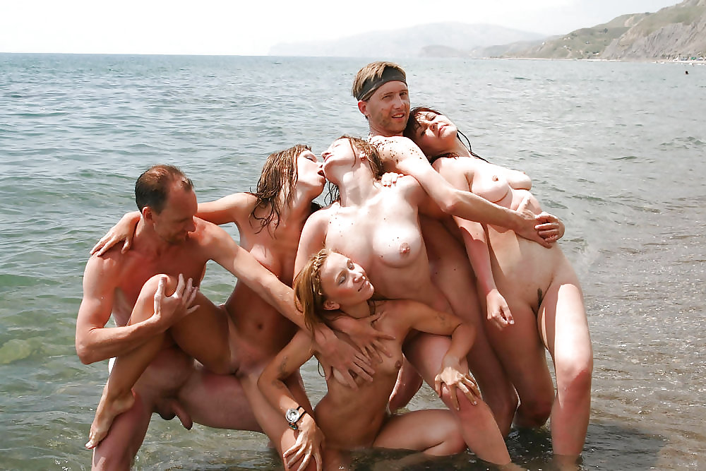 AMATEURS ONLY     COUPLE ON THE BEACH Porn Pics #20971975