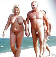 AMATEURS ONLY     COUPLE ON THE BEACH #20972368