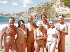 AMATEURS ONLY     COUPLE ON THE BEACH #20972480