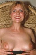 Hairy mature amteur in stockings shows off