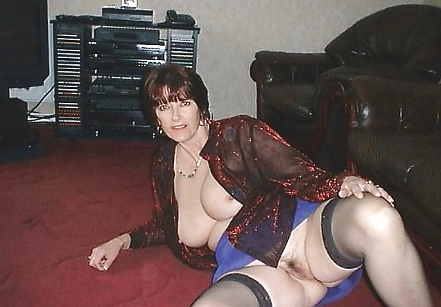 More mature moms and wives posing and getting used Porn Pics #10246527