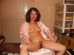 More mature wives, moms and milfs