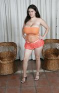 Romina Lopez - Vollbusige Latina In Orange