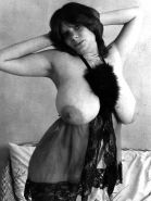 Hot Huge Natural Titted Vintage Woman( Mary Waters )Photos