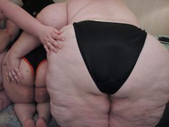 Amateur BBW orgy - 5 Fatties playing