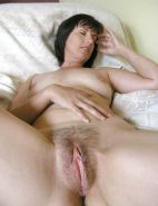 Mature hairy pussylips