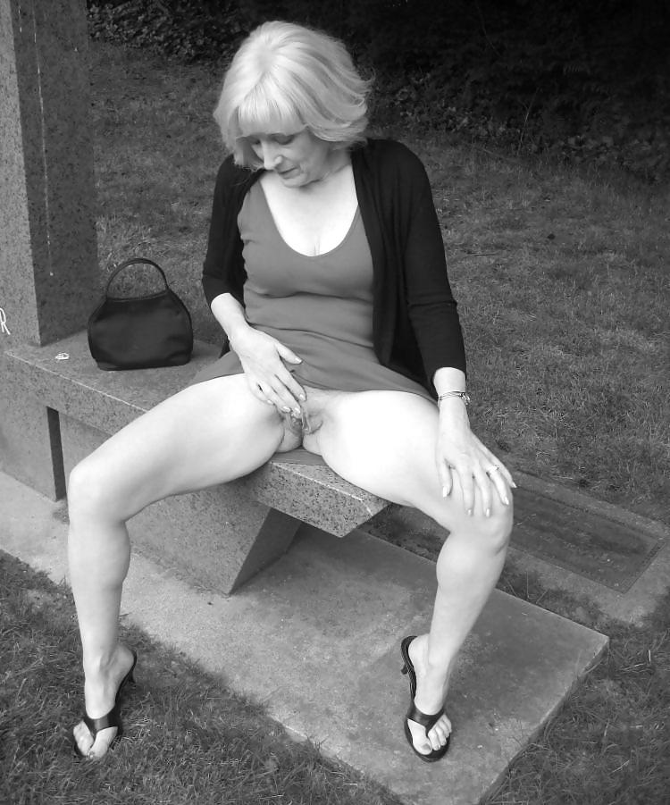 Upskirt milf Porn Pics #21896293