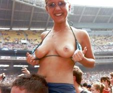Flashing in the crowd