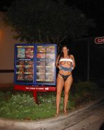 REALLY HOT GIRLS IN PUBLIC 03