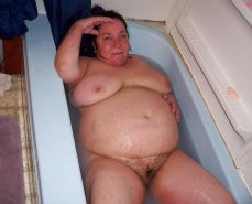 Voyeur wives - bathe in the bathtub - hairy chubby ol