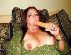 French mature bbw plays with dildo'd