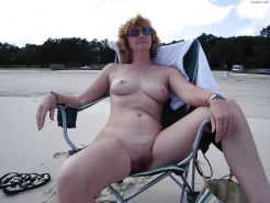 Milfs, wives and matures .....!!!