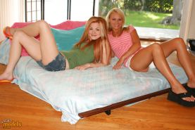 Sexy Young lesbian teens eating pussy