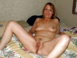 Matures, Milfs, Amateurs & ,Housewives