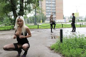 AMATEUR RUSSIAN TEEN UNDRESSES ON THE STREET