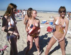Bottomless girls. Public and private #25543390