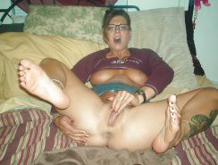 Amateur MILFs spreading their legs for you #30494336