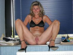 Amateur MILFs spreading their legs for you #30494357