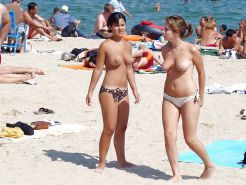 Babes Bikinis and Bathing Suits - 3