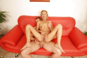 Mature mother creampied into her old vulva PART 2