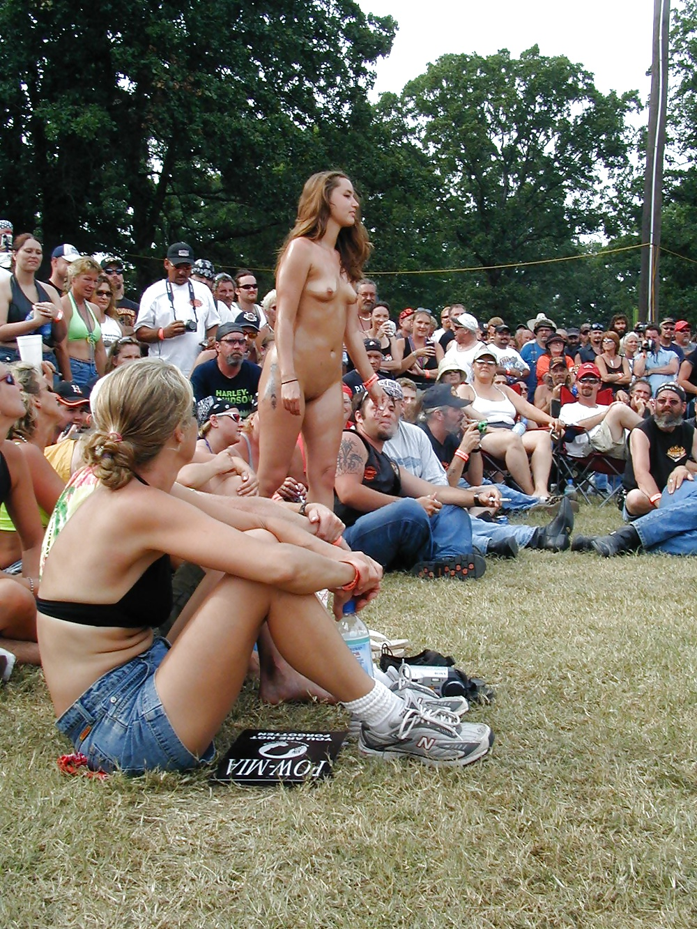 Extreme (public) nudity situations #40688156